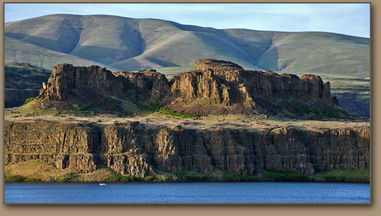 Columbia Gorge Ice Age Floods, Columbia River Basalt scabland.