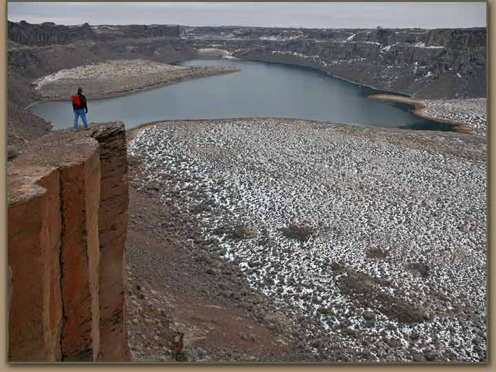 Potholes Coulee and Dusty Lake. Ice Age Floods plunge pool.